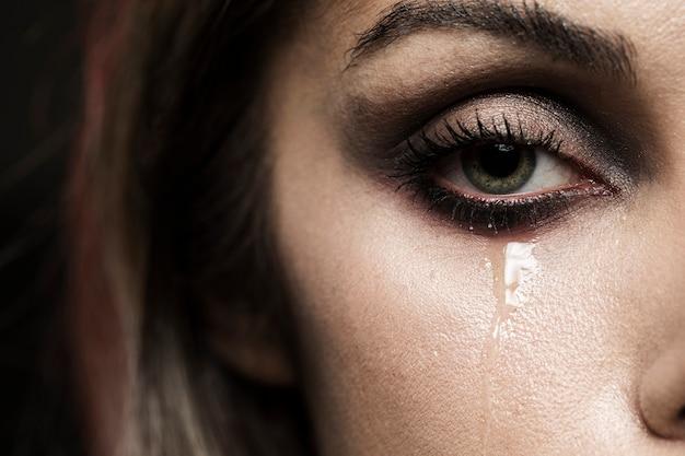 Женщина с зелеными глазами плачет Бесплатные Фотографии