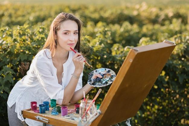 自然絵画の創造的な女性 無料写真