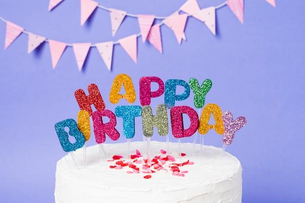 С днем рождения надписи на вкусный торт Бесплатные Фотографии