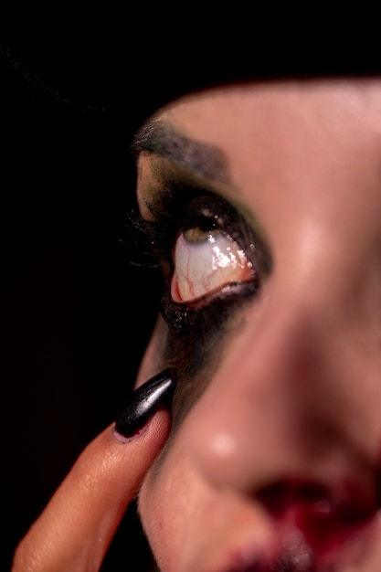 メイクアップ黒い目のクローズアップ 無料写真