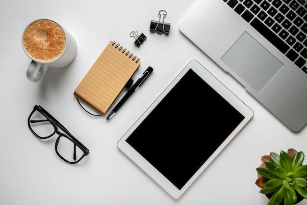 Рабочий стол с планшетом и ноутбуком Бесплатные Фотографии