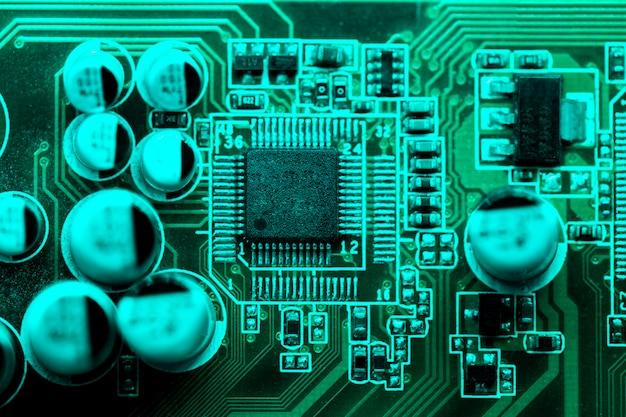 コンデンサ付き回路基板の平置き 無料写真