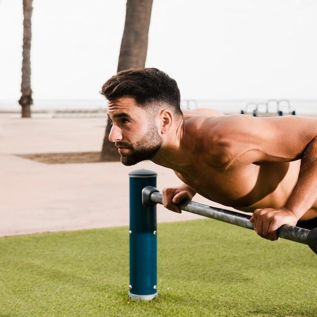 朝の体操の陽気な男セット 無料写真