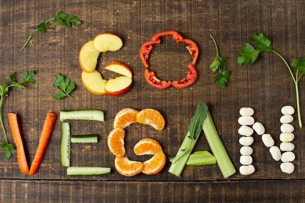 食物と一緒にトップビュービーガンアレンジ 無料写真