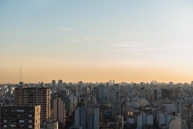 広範囲に広がる市街地の景観 無料写真