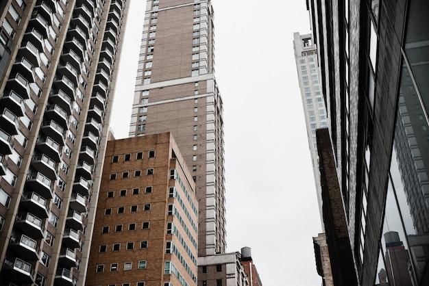 低角度の高層ビル 無料写真