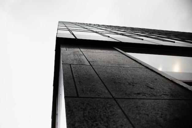 モダンな建物のローアングルエッジ 無料写真