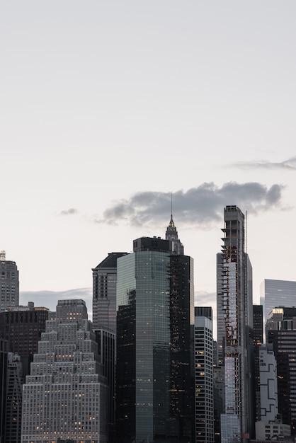 Манхэттен городской пейзаж с копией пространства Бесплатные Фотографии