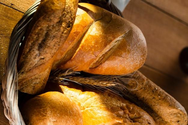 かごの中のパンのクローズアップビュー 無料写真