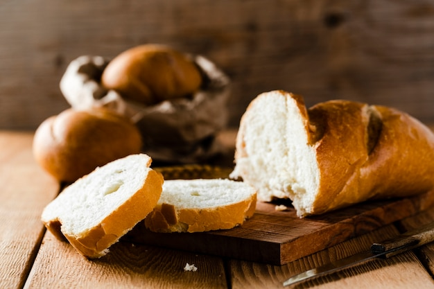 チョッパーのスライスされたパンの正面図 無料写真