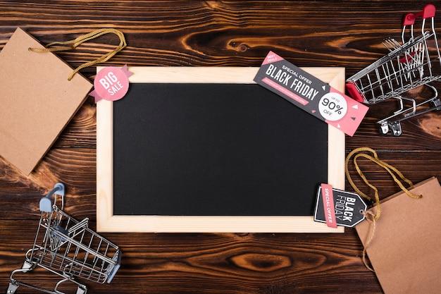 黒い金曜日のバナーと空の黒板 無料写真