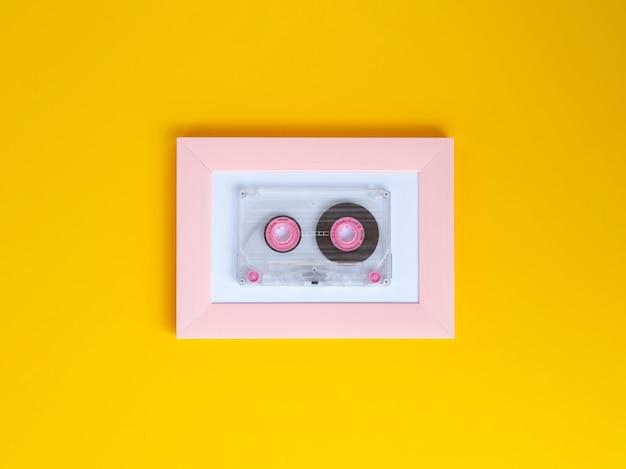 鮮やかな背景色の鮮やかなクリアカセットテープ 無料写真