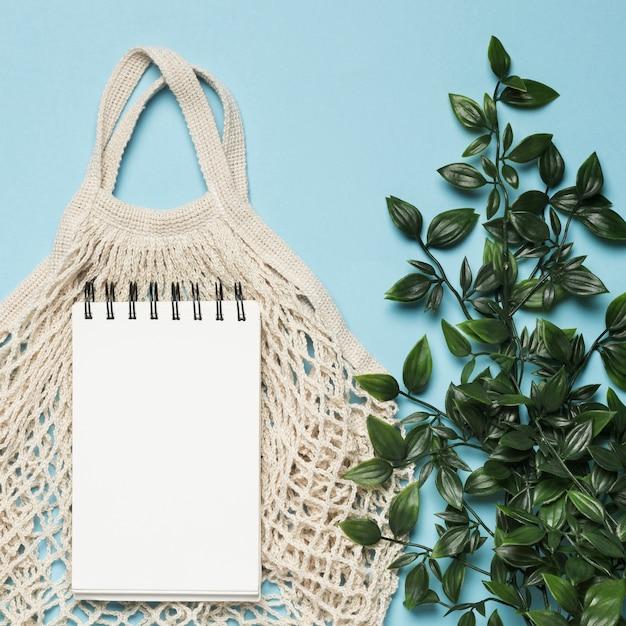 Экологичная сумка с макетом для блокнота Бесплатные Фотографии
