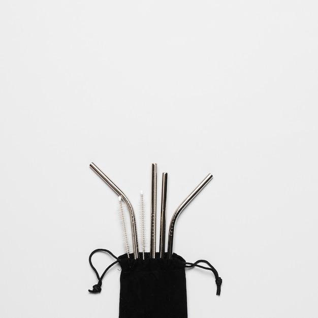 コピースペースを持つ金属ストローのセット 無料写真