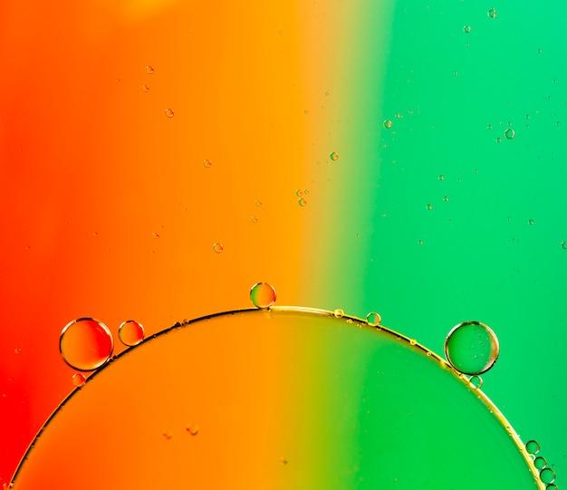 小さな透明な泡と対照的な背景 無料写真