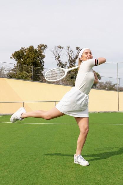 Профессиональный игрок на теннисном поле Бесплатные Фотографии