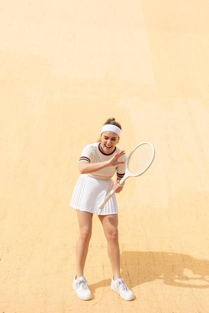 笑っている肖像女性テニスプレーヤー 無料写真