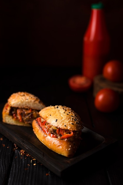 おいしいサンドイッチを提供する準備ができて 無料写真