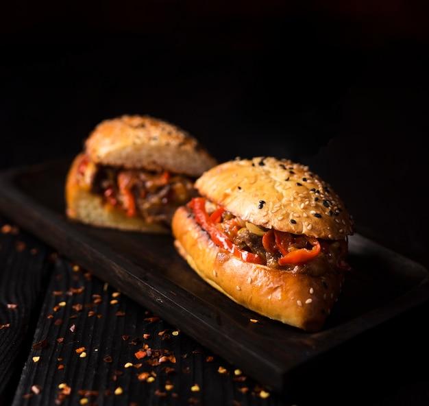 クローズアップ美味しいグリルビーフサンドイッチ 無料写真