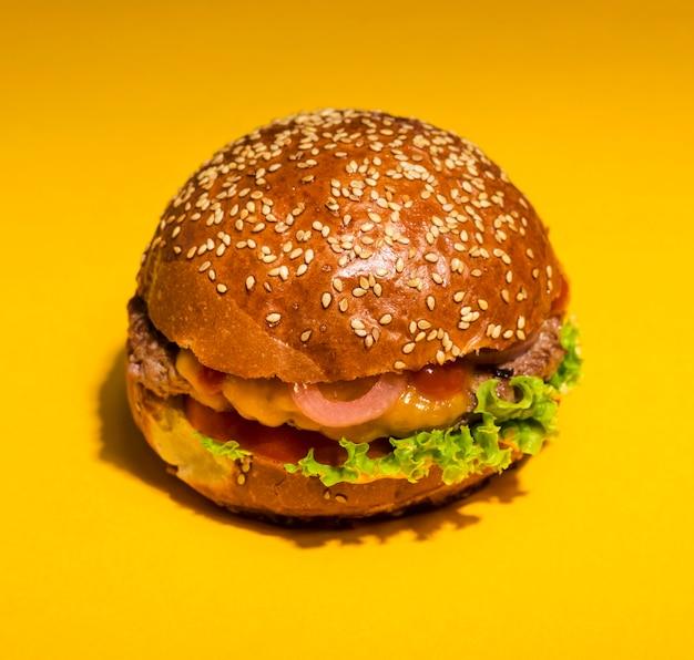 レタスとクローズアップの古典的なハンバーガー 無料写真