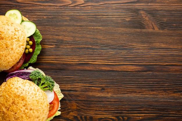 コピースペースを持つビーガンハンバーガー 無料写真
