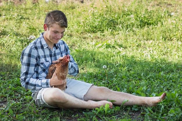 鶏と遊ぶ農場でボット 無料写真