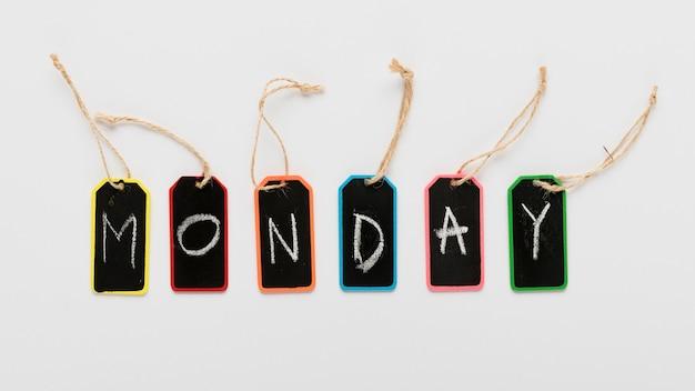 月曜日は机の上のメッセージにタグを付けます 無料写真