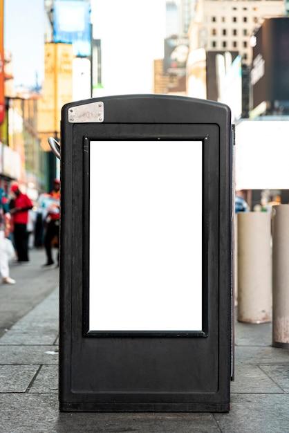 歩道柱のモックアップ看板 無料写真