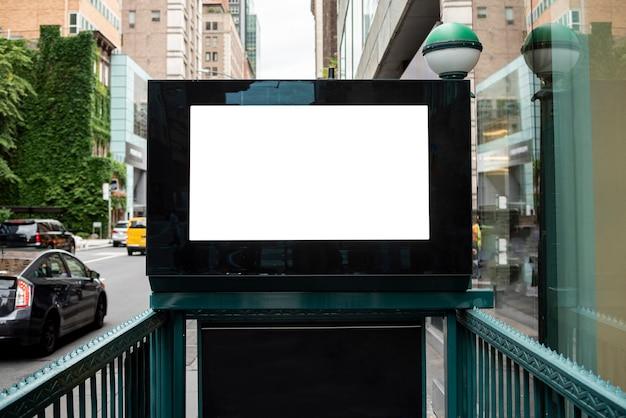Макет рекламного щита над входом в метро Бесплатные Фотографии