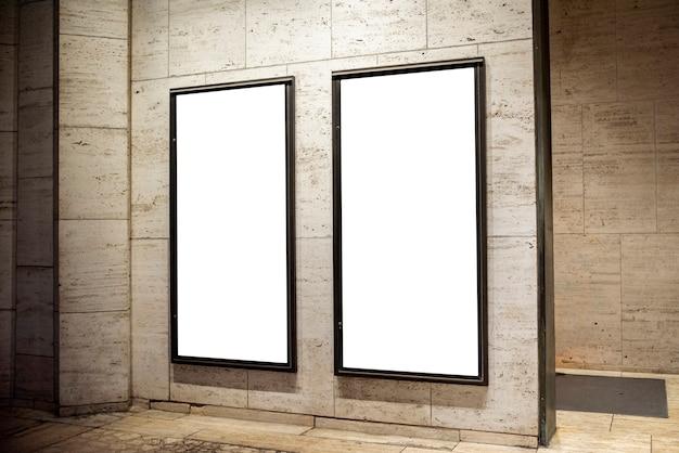 壁のモックアップ看板 無料写真