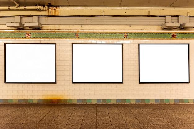 Макет рекламных щитов на стене Бесплатные Фотографии