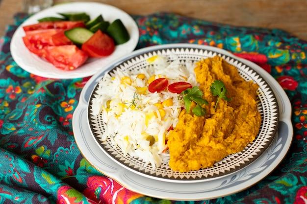 米とトマトのクローズアップインド料理 無料写真