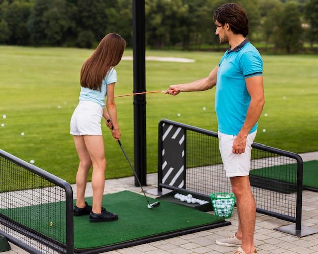 初心者を教えるゴルフトレーナー 無料写真
