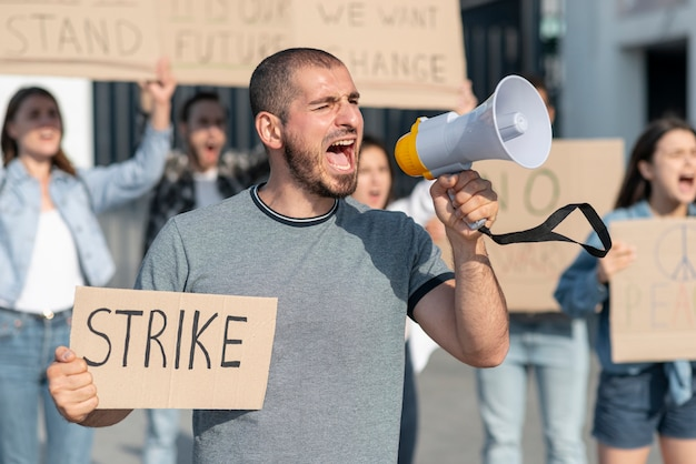 ストライキのために人々が集まった 無料写真