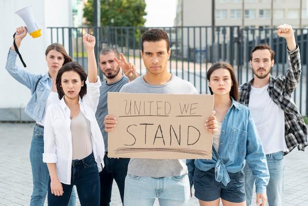 Группа протестующих объединяется Бесплатные Фотографии
