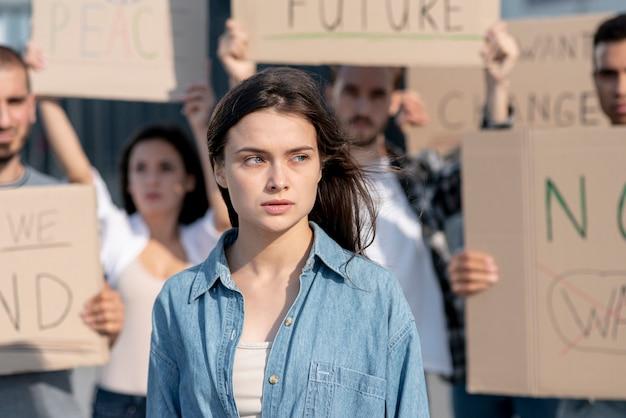 Группа людей, выступающих за мир Бесплатные Фотографии