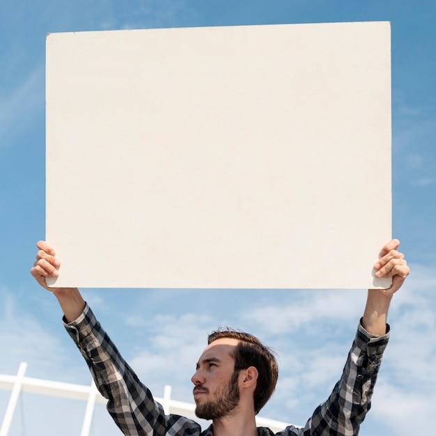 デモ用のモックアップを備えた抗議ボード 無料写真