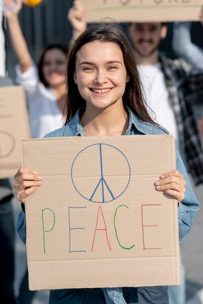 Смайлик демонстрирует с активистами Бесплатные Фотографии