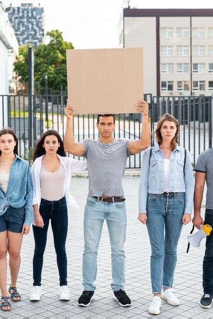 一緒に立っている活動家のグループ 無料写真