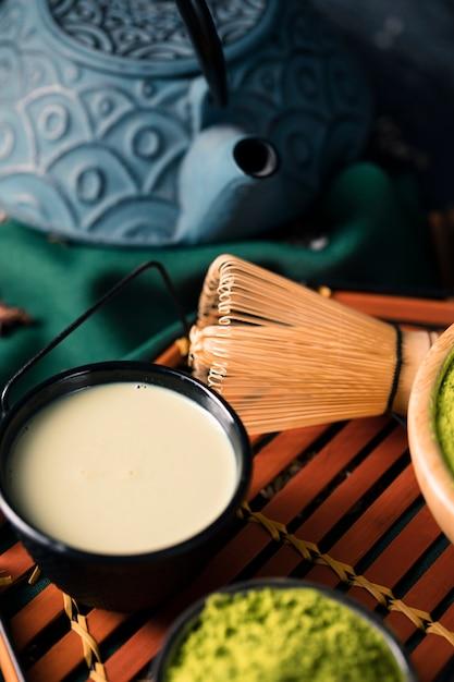 アジアの緑抹茶で作られた高角茶 無料写真