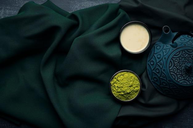 アジア茶抹茶マグカップと布のトップビューティーポット 無料写真