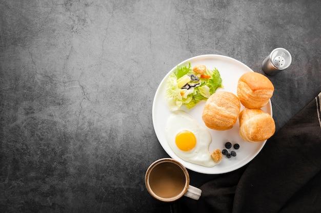 健康的なスタートの朝食のセット 無料写真