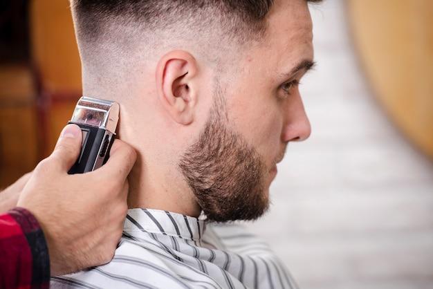 Крупным планом парикмахерская отделка стрижка Бесплатные Фотографии