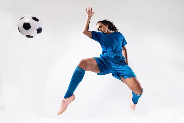 スポーツウェアのフルショットの女性 無料写真