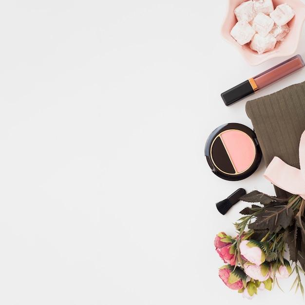 白い背景の上の化粧品のビュー装飾の上 無料写真