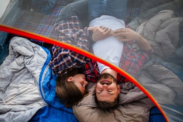 Высокий угол пара в палатке Бесплатные Фотографии