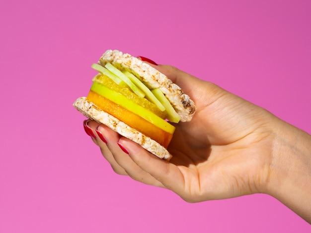 エキゾチックなフルーツとジューシーなサンドイッチ 無料写真