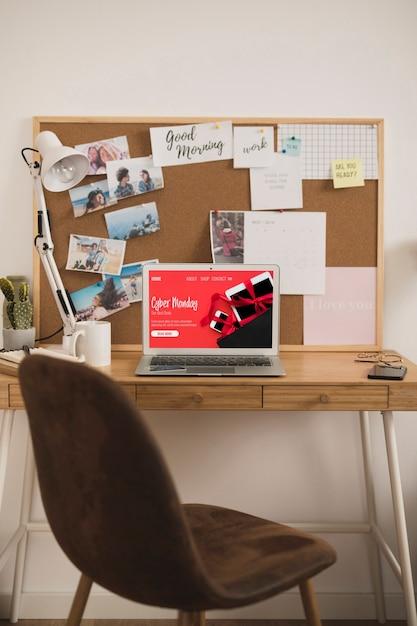 ホームオフィスデスクデザインのモックアップ 無料写真