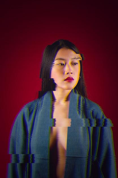 若いアジアの女性の肖像画にグリッチの影響 無料写真