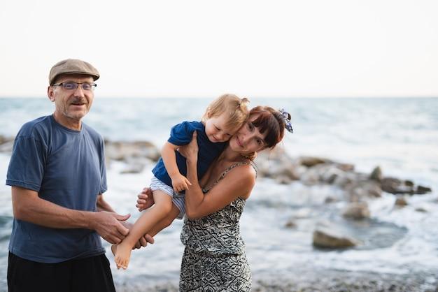 Бабушка и дедушка с внуком Бесплатные Фотографии